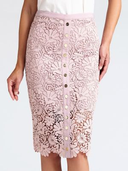 Różowa spódnica ołówkowa koronkowa zapinane na guziki Guess