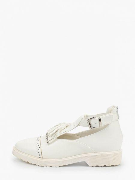 Белые туфли закрытые Catisa