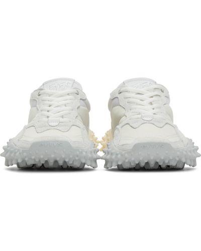 Białe sneakersy skorzane na obcasie Eytys