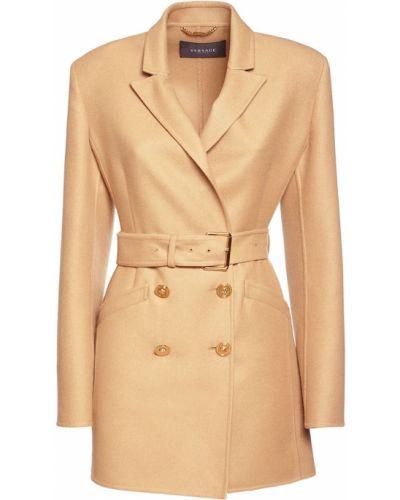 Beżowy płaszcz wełniany z paskiem Versace