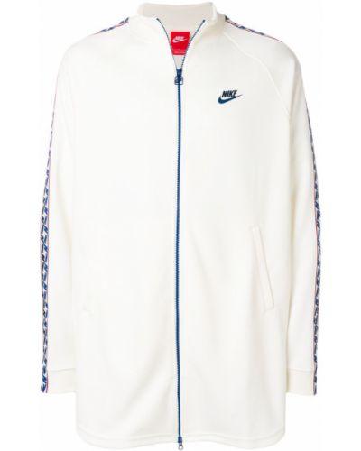 Белая длинная куртка Nike