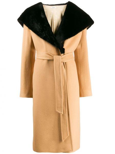Пальто с капюшоном с поясом айвори из искусственного меха Lardini