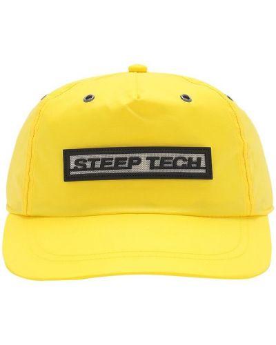 С ремешком желтая шапка с заплатками The North Face