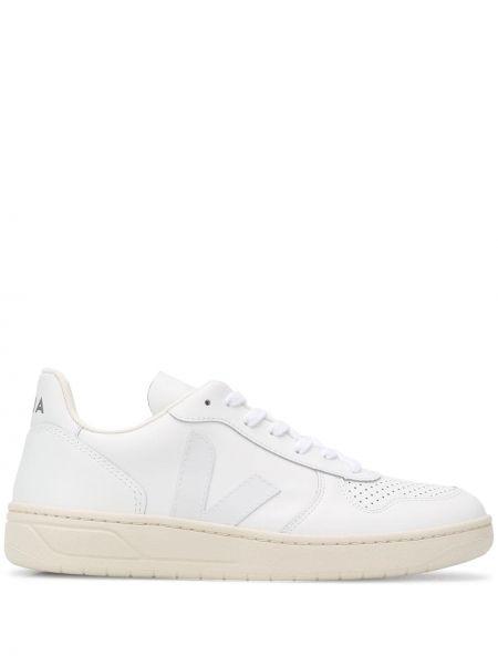 Белые мягкие кожаные кроссовки на шнуровке Veja