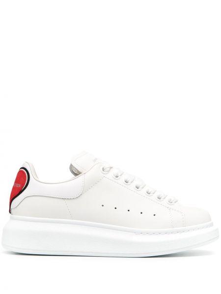 Skórzany biały skórzane sneakersy na sznurowadłach okrągły Alexander Mcqueen