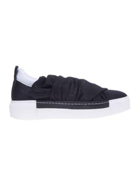 Czarne sneakersy skorzane Vic Matie