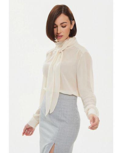 С рукавами бежевая блузка Moru