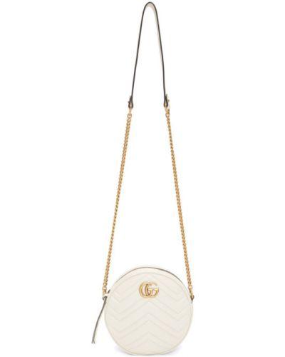 Стеганая бежевая сумка на цепочке с вышивкой круглая Gucci