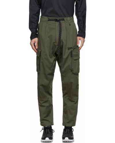 Czarne spodnie z haftem Nike Acg