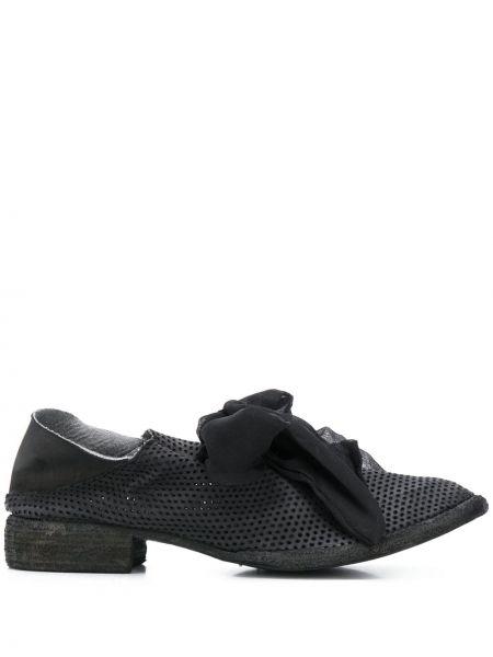 Черные оксфорды на каблуке на шнуровке с перфорацией Masnada