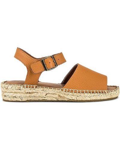 Sandały skórzane na platformie camel z klamrą Soludos