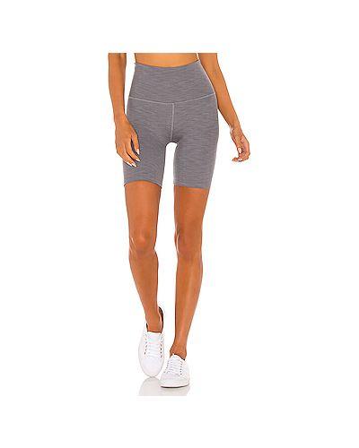 Серые шорты в рубчик для йоги Beyond Yoga
