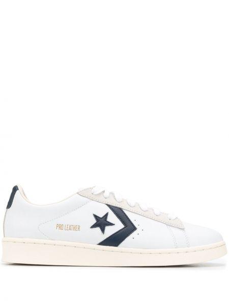 Кожаные белые кеды на шнуровке Converse