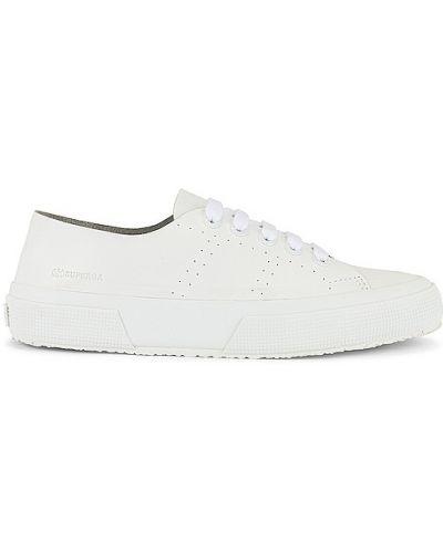 Кожаные белые кроссовки на шнурках Superga