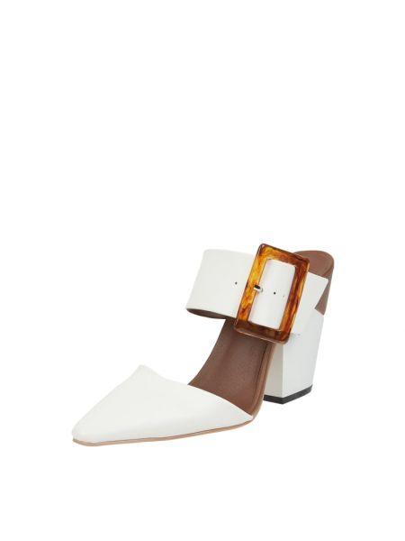 Białe sandały Inyati