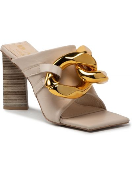 Beżowe sandały Carinii