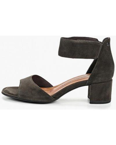 Босоножки на каблуке замшевые Tamaris