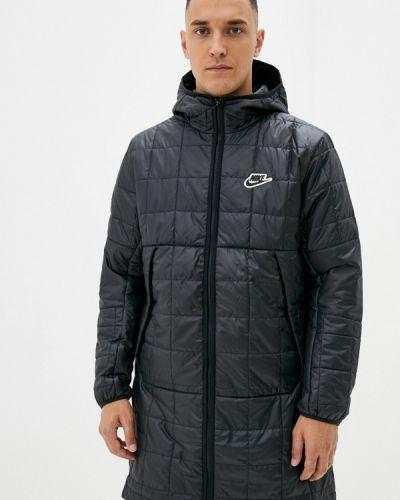 Черная теплая куртка Nike