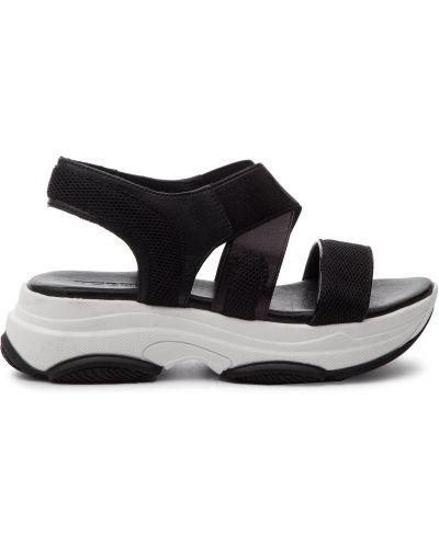Босоножки на каблуке - черные Togoshi