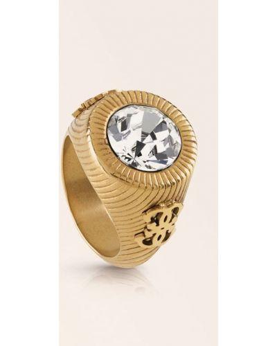 Złoty pierścionek Guess