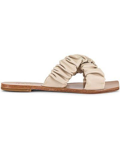 Białe sandały skorzane na obcasie Raye