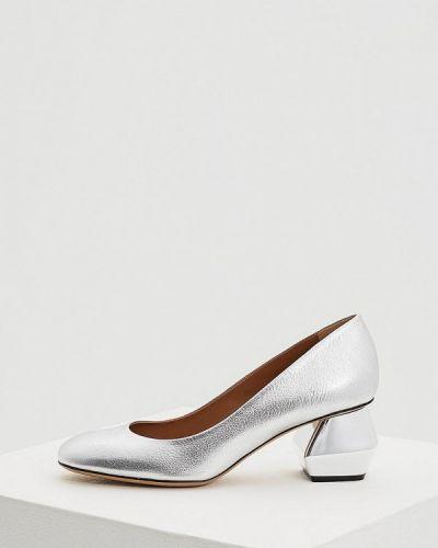 Кожаные туфли осенние для офиса на каблуке Emporio Armani