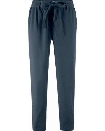 Свободные брюки со складками темно-синий Bonprix
