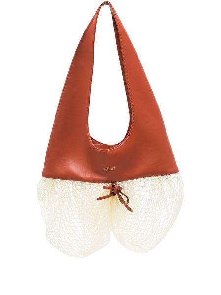 Brązowa torebka z printem Neous