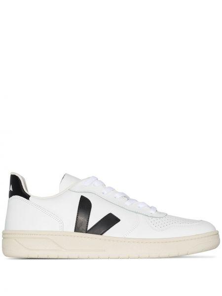 Белые кожаные кроссовки Veja