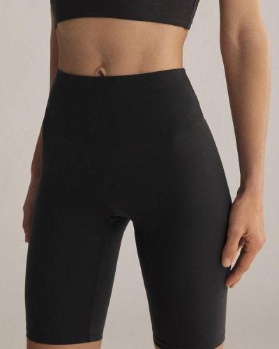 Черные шорты Oysho