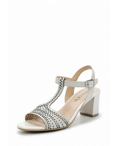 Белые босоножки на каблуке Caprice