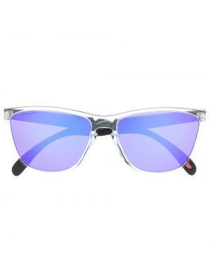 Солнцезащитные очки с логотипом Oakley