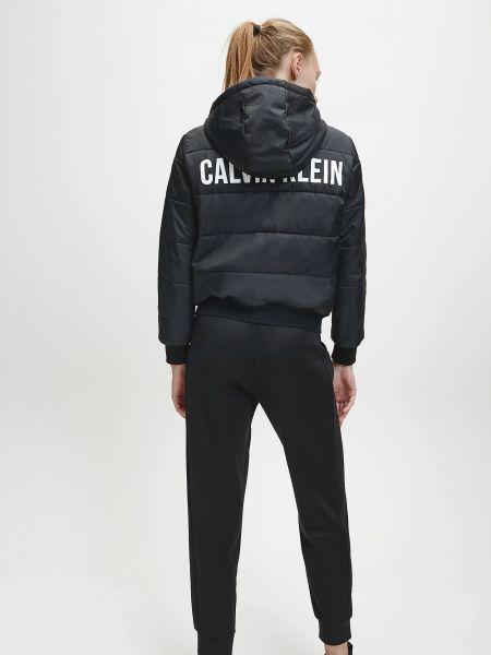 Трикотажная черная куртка Calvin Klein