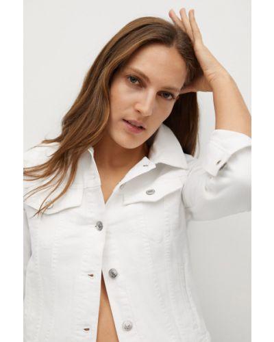Biała kurtka jeansowa bawełniana zapinane na guziki Mango