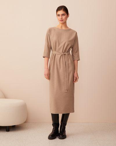 Бежевое с рукавами платье миди с поясом 12storeez