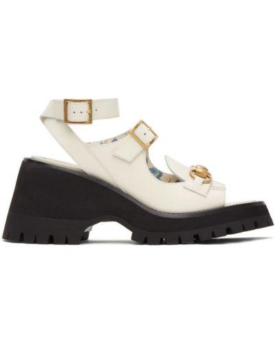 Czarne złote sandały na platformie Gucci
