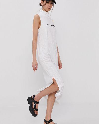 Biała sukienka midi dzianinowa casual Nike Sportswear