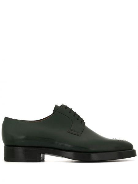 Кожаные зеленые туфли с перфорацией на каблуке на шнуровке Namacheko