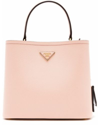 С ремешком кожаная бежевая сумка Prada