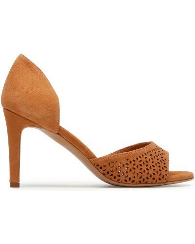 Босоножки на каблуке - коричневые Quazi
