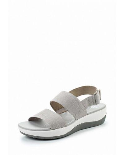Серые сандалии Clarks
