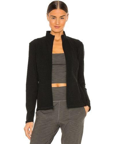 Черная куртка на молнии с карманами Beyond Yoga