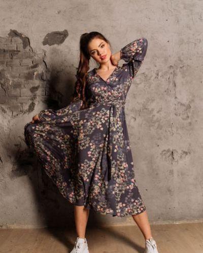 Повседневное розовое платье миди с запахом Vovk