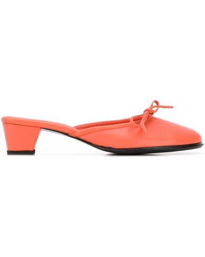 Кожаные оранжевые мюли на каблуке без застежки Dorateymur