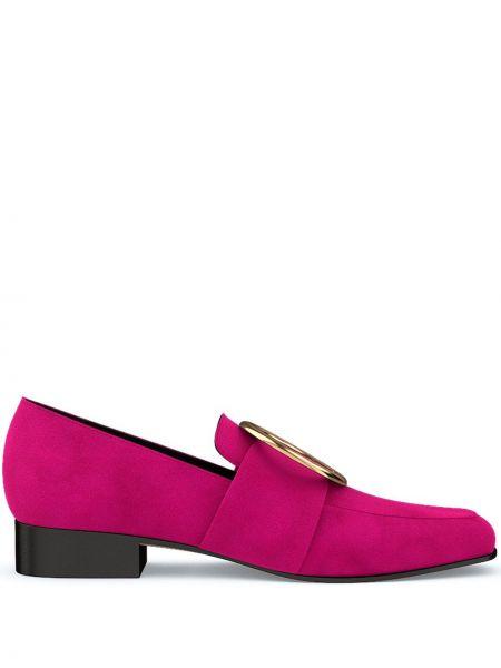 Różowe loafers skorzane z haftem Dorateymur