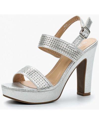 Босоножки на каблуке серебряного цвета Renda
