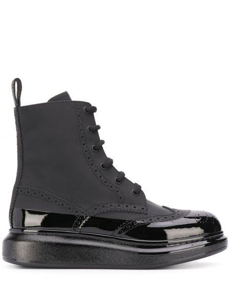 Ażurowy czarny buty na pięcie na pięcie okrągły nos Alexander Mcqueen
