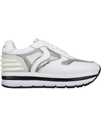 Белые кроссовки Voile Blanche