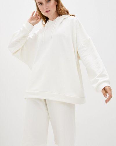 Костюмный белый спортивный костюм Malaeva