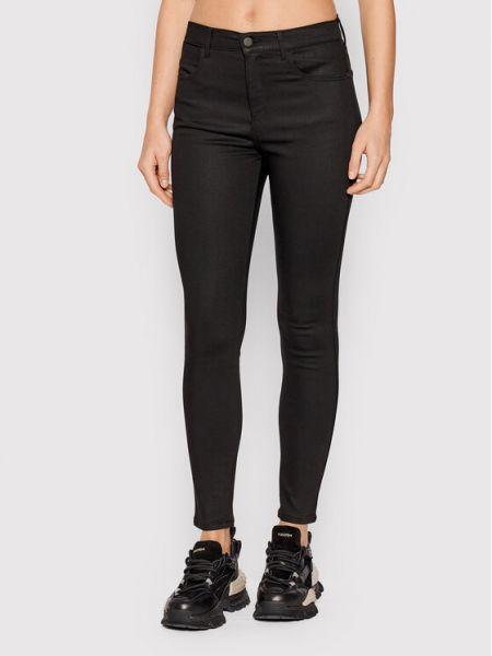 Czarne jeansy rurki Wrangler